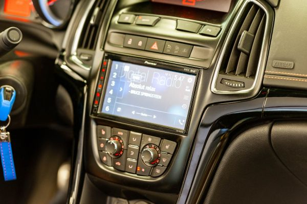 Opel / Vauxhall Cascada 2 DIN Radio Apple CarPlay Android Auto DAB+